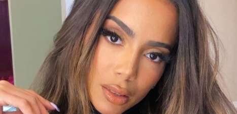 Anitta fica com dois homens na mesma festa e influencer expõe tudo na web