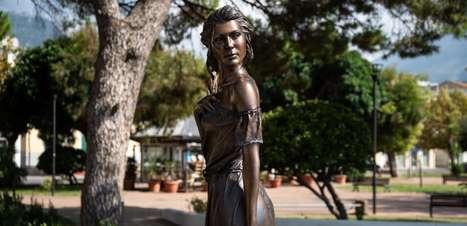 A estátua com roupas sensuais que gerou debate sobre machismo na Itália