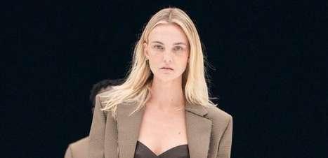 """Carol Trentini desfila para Givenchy em Paris: """"Que saudades"""""""