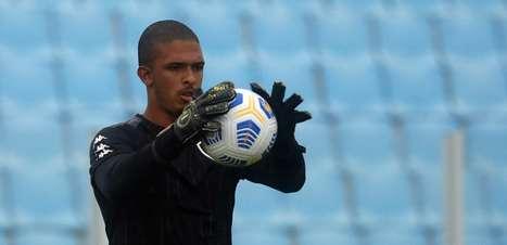 Não pode escapar! Diego Loureiro tenta driblar oscilações e mostrar firmeza como titular do Botafogo