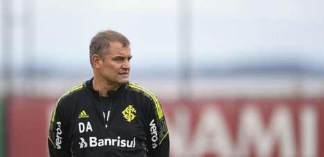 Com Victor Cuesta, Aguirre esboça Inter para encarar a Chape