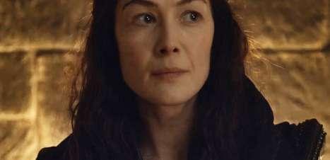 """Cena de """"A Roda do Tempo"""" introduz a personagem de Rosamund Pike"""