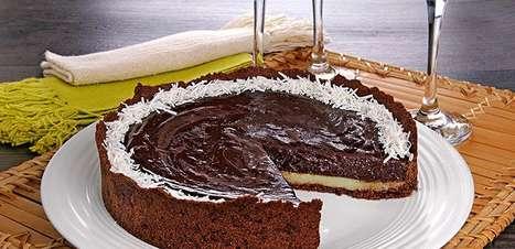 Receita de torta de chocolate com coco cremosa