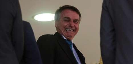 Bolsonaro responde a bispo e diz que ter arma é liberdade