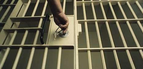 'O que a sociedade ganha com prisão de uma pessoa como ela?', diz defensor de mulher presa por furto de macarrão e suco