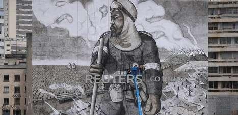 Artista brasileiro cria mural em SP com cinzas da Amazônia