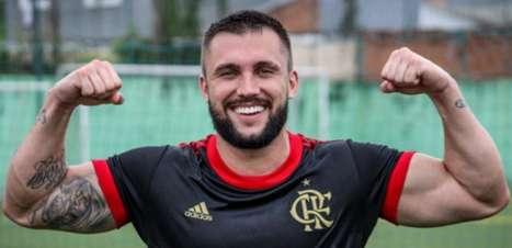 Ex-BBB, Arthur Picoli estreia com gol e vitória no Fut7 do Flamengo