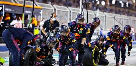 Red Bull demora para reagir enquanto Mercedes refina seu pacote