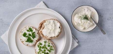 Como fazer coalhada com iogurte natural