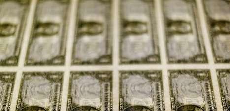 """Dólar poderia cair 3,5% com resolução orçamentária, mas fator """"residual"""" atrapalha câmbio, diz Barclays"""