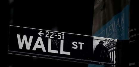 Nasdaq e S&P 500 caem, arrastados por ações de serviços de comunicação
