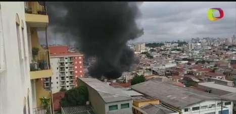 vc repórter: incêndio atinge galpão e fere 2 em São Paulo