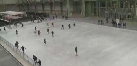 Construção histórica de Paris ganha patinação no gelo