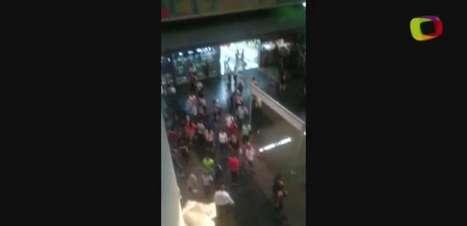 Passageira filma chuva dentro de estação na zona leste de SP