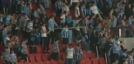 Gre-Nal: torcedores de Grêmio e Inter trocam cadeiradas