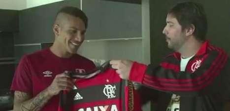"""Guerrero veste camisa e pede Fla """"ao menos na Libertadores"""""""
