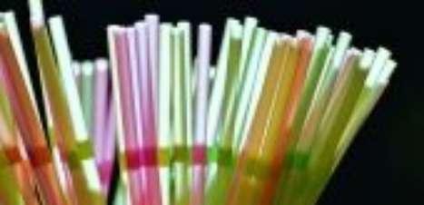 Mundo declara guerra contra canudo de plástico, um dos principais vilões do meio ambiente