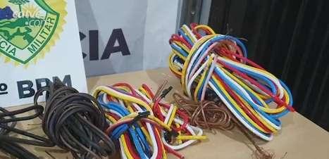 PM detém homem com fios elétricos furtados, no Bairro Periolo