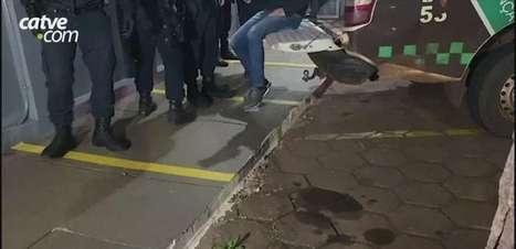 Jovem é detido por ameaçar ex-companheira no Bairro Pacaembu em Cascavel