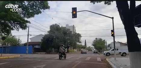 Semáforos entre as ruas Cuiabá e Salgado Filho estão em amarelo intermitente