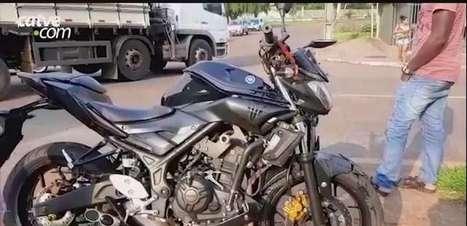 Motociclista fica ferido em acidente de trânsito na Avenida Carlos Gomes