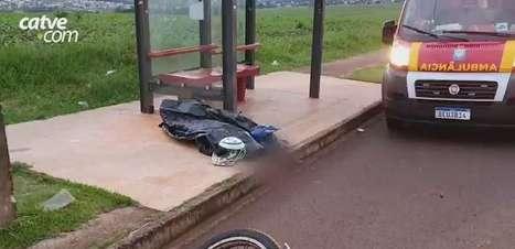Corpo de motociclista morto em acidente no Floresta é levado ao IML