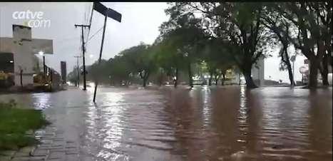 Volume de chuvas alaga Avenida Brasil no Bairro Pacaembu