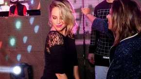 Paolla Oliveira curte baile funk no RJ e requebra até o chão