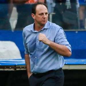Ceni elogia Cruzeiro, apoia medalhões e prevê mais mudanças
