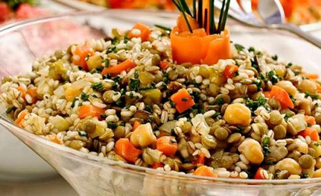 Salada de grãos ao concassé de ratatouille