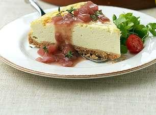 Cheesecake de gorgonzola e agridoce de peras