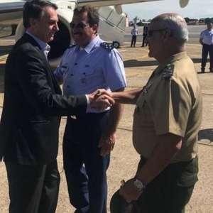 Decreto de Bolsonaro inclui volta de avião para Exército