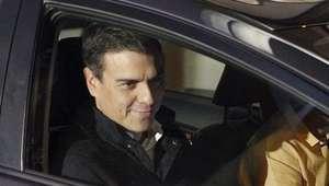Sánchez se reúne con sus afines mientras críticos buscan ...