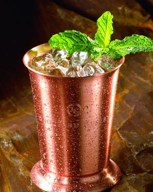 Barman premiado do D.O.M ensina 3 drinques com uísque