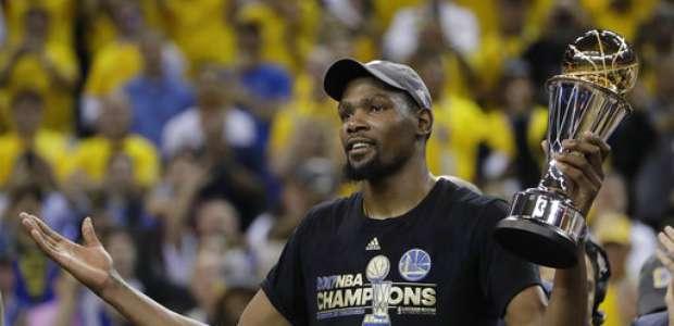 Warriors barre a Cavaliers y gana quinta corona de la NBA