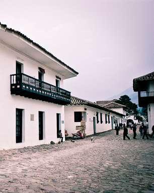 Cidade colonial perto de Bogotá faz turista viajar no tempo