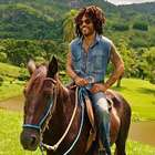 Lenny Kravitz mostra sua fazenda no interior do Rio