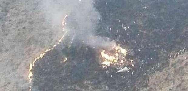 Equipes recuperam 36 corpos de avião que caiu no Paquistão