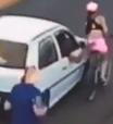 Mulher cai de bicicleta e se machuca ao ser assediada; veja