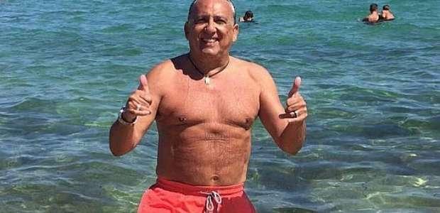 Pode isso, Arnaldo? Galvão mostra barriguinha em St. Tropez