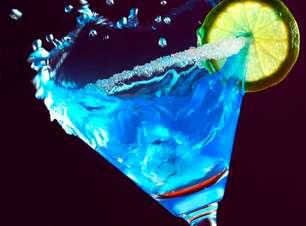 Processo artesanal garante sabor de licor feito em Curaçao