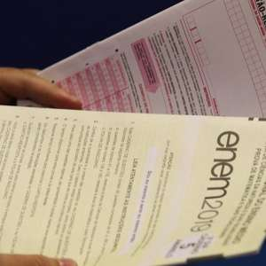 MEC adia Enem e anuncia remarcação para janeiro e fevereiro