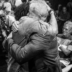 """Lula escreve a Wyllys e pede """"enfrentamento"""" a Bolsonaro"""