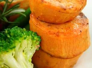Brócolis e batata-doce: veja o que comer depois de malhar