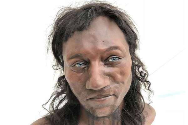 Pele negra e olhos azuis: assim era o primeiro britânico 10 mil anos atrás.