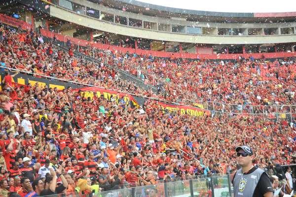 Torcida durante partida entre as equipes do Sport e do Flamengo