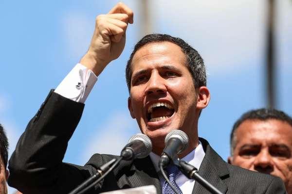 Juan Guaidó, líder da Assembleia Nacional, tenta assumir como presidente interino da Venezuela