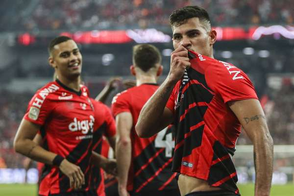 Bruno Guimarães marcou o gol da vitória do Athletico-PR.