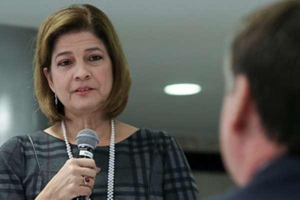 Delis Ortiz fala ao presidente durante café da manhã no Palácio do Planalto