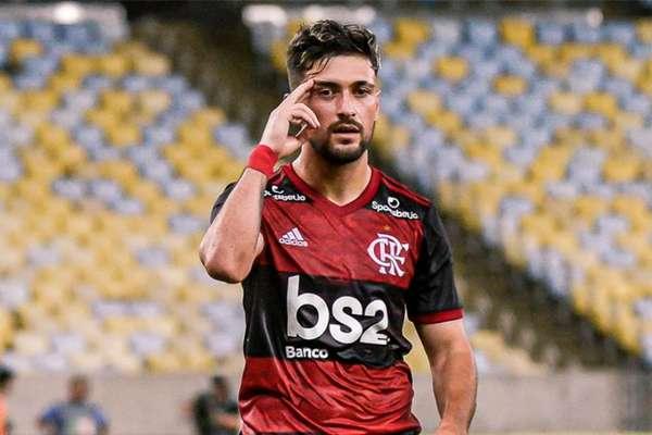 Com belo gol, Arrascaeta decidiu o jogo diante da Portuguesa-RJ (Foto: Marcelo Cortes / Flamengo)